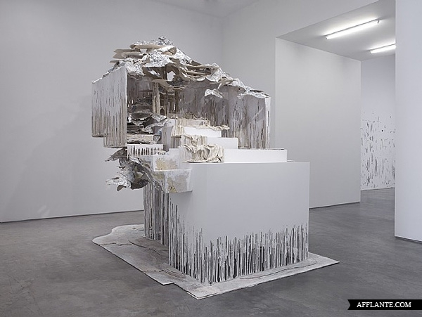 Sculptures_with_Ephemeral_Materiality_Diana_Al-Hadid_afflante_com_3