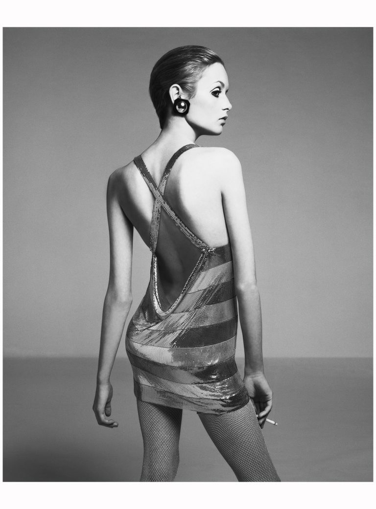 twiggy-dress-by-roberto-rojas-new-york-april-1967-photograph-by-richard-avedon-768x1041.jpg