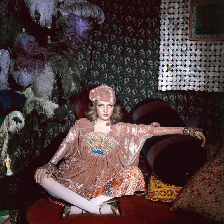 Twiggy-sits-cross-legged-in-an-exotic-tent-constructed-in-Justin-de-Villeneuve's-home-1972-Justin-de-Villeneuve-768x768.jpg