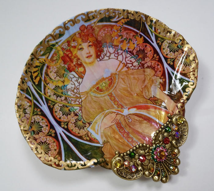 shell-art-jewelry-dishes-mary-kenyon-4-5c37e3950ca82__700.jpg