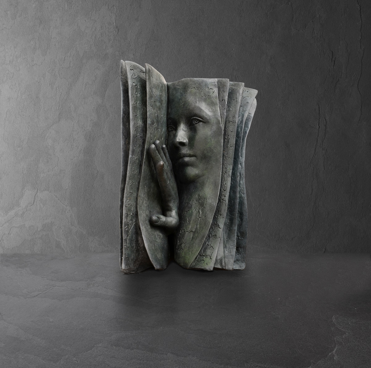 who-is-the-reader-paola-grizi-literary-sculptures.jpg
