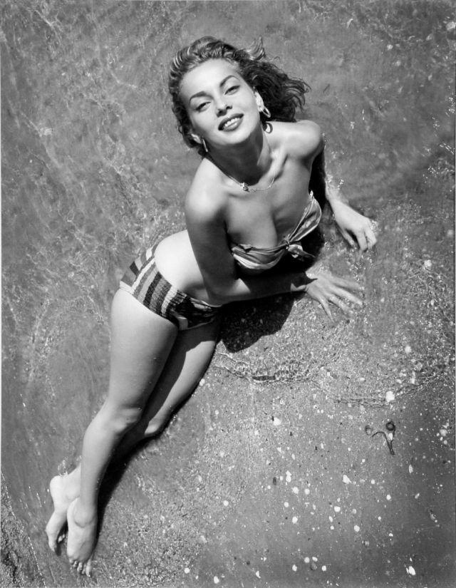 The 1950s Coolest Bikini Beauties (2).jpg