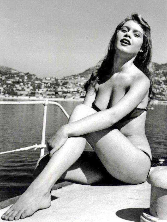 The 1950s Coolest Bikini Beauties (6).jpg