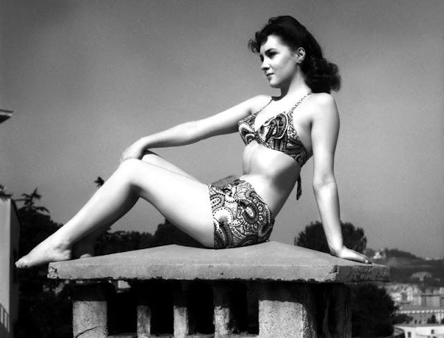 The 1950s Coolest Bikini Beauties (11).jpg