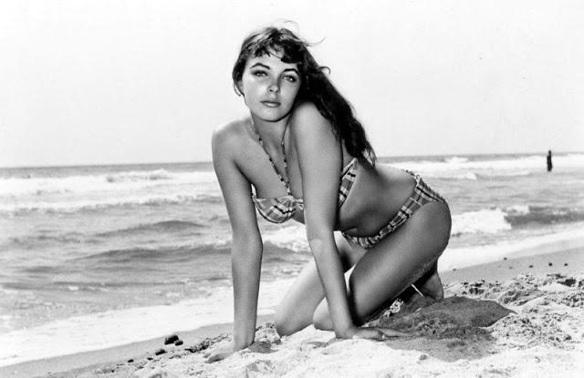 The 1950s Coolest Bikini Beauties (14).jpg