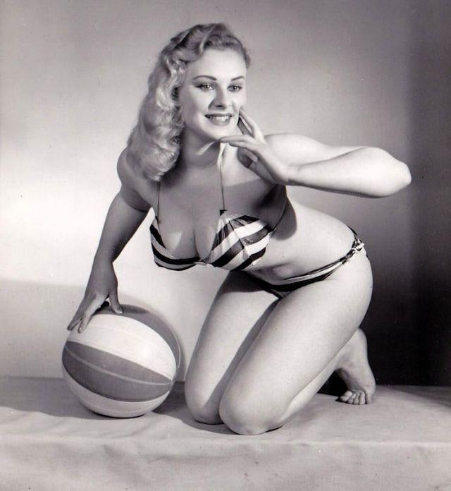 The 1950s Coolest Bikini Beauties (21).jpg