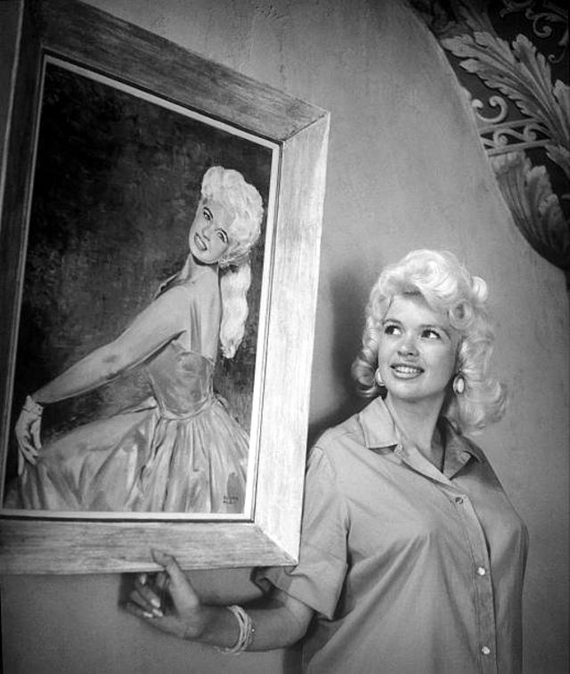 vintage-beauties-with-themselves-paintings (8).jpg