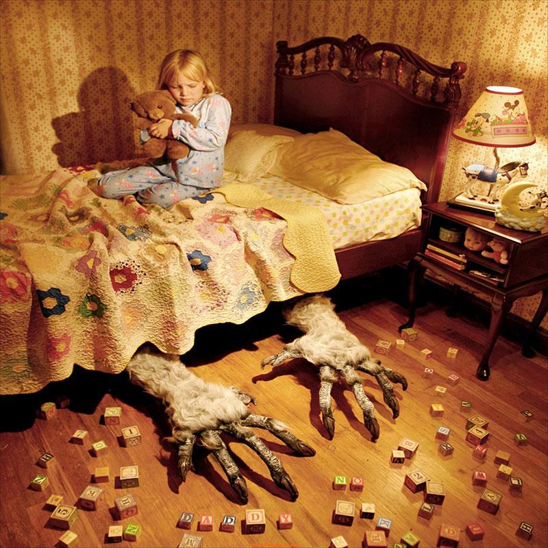 horror-family-photoshoot-creative-children-photography-joshua-hoffine-21.jpg