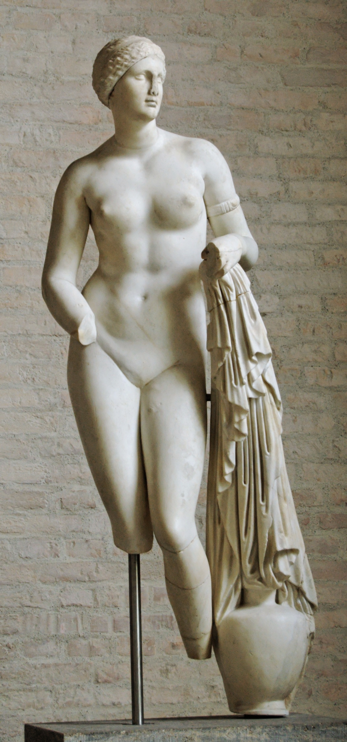 Aphrodite_Braschi_Glyptothek_Munich_258.jpg