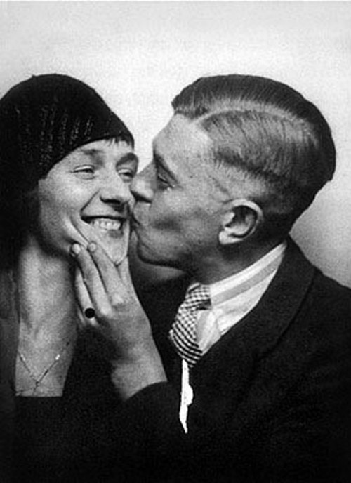 René-Magritte-and-his-wife-Georgette-Berger-in-1929.jpg