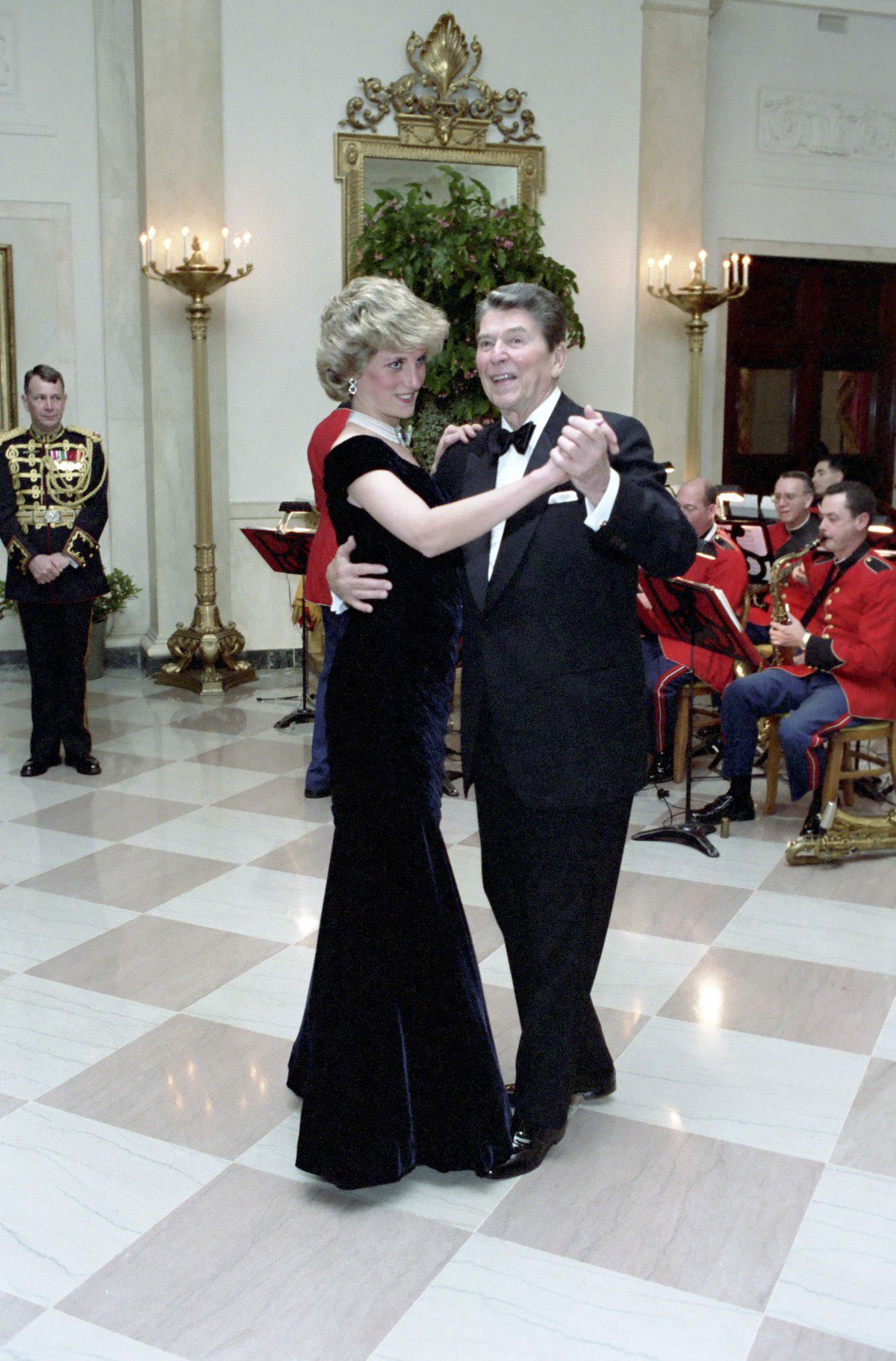 Nov.-11-1985-princess-diana-ronald-regan.jpg