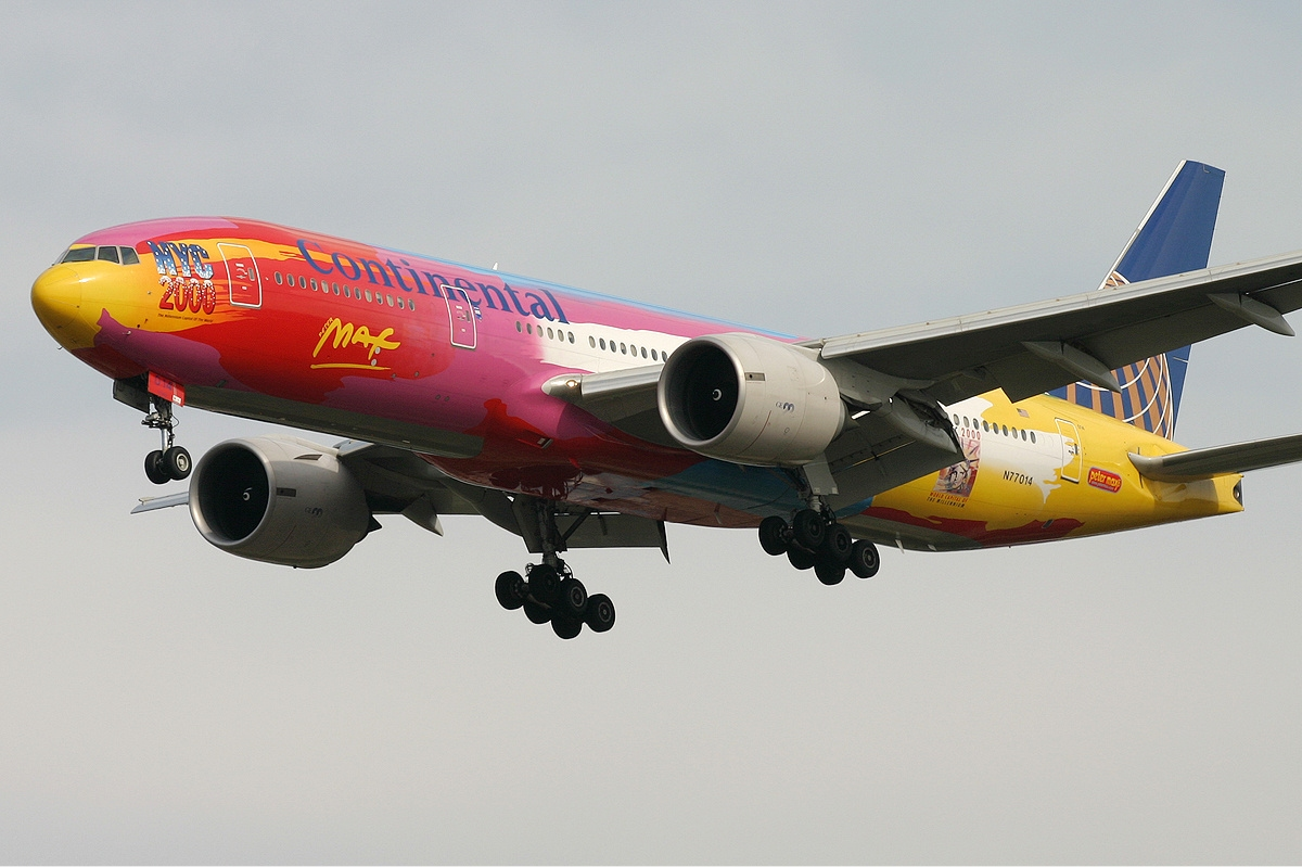 Continental_Airlines_Boeing_777-200ER_Peter_Max_Monty.jpg