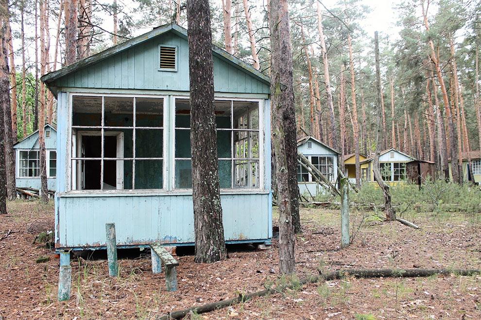 Когда уходят люди: заброшенный советский детский лагерь в Чернобыле 0-13.jpg