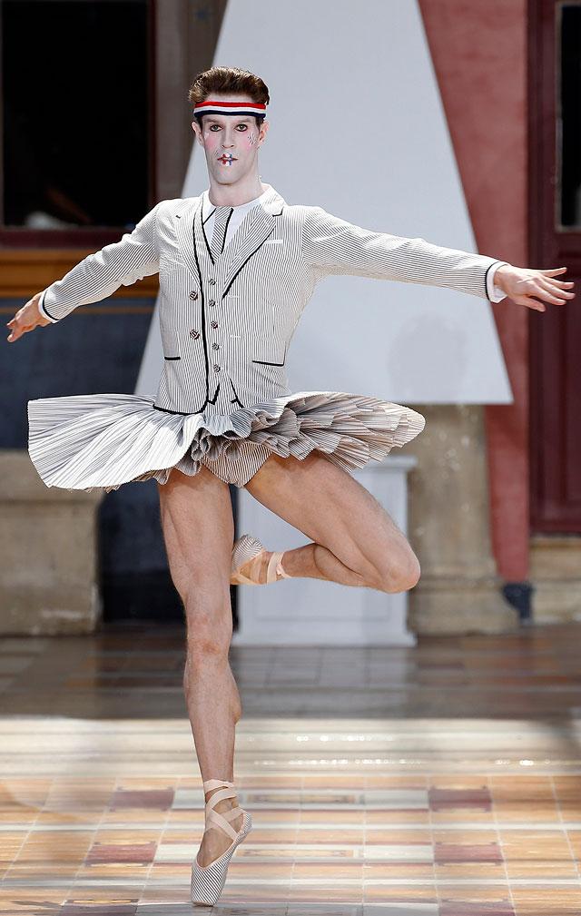 Неделя мужской моды: развлекали, как могли модели, бренда, предлагают, подойдет, Показ, проведения, ничего, удивительного, местом, быстрого, ресторан, питания, McDonald's, вдохновением, самой, коллекции, персонажи, любопытные, униформа, другие