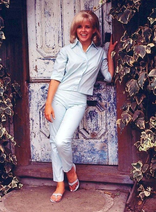Sue Lyon (20).jpg