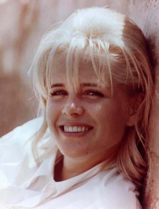 Sue Lyon (32).jpg