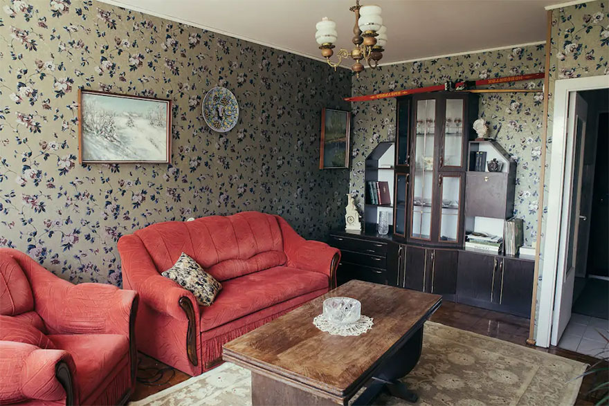 With-my-boyfriend-we-created-this-Soviet-Apartment-inspired-by-HBO-Chernobyl-and-you-can-stay-here-5d24949bdd329__880.jpg
