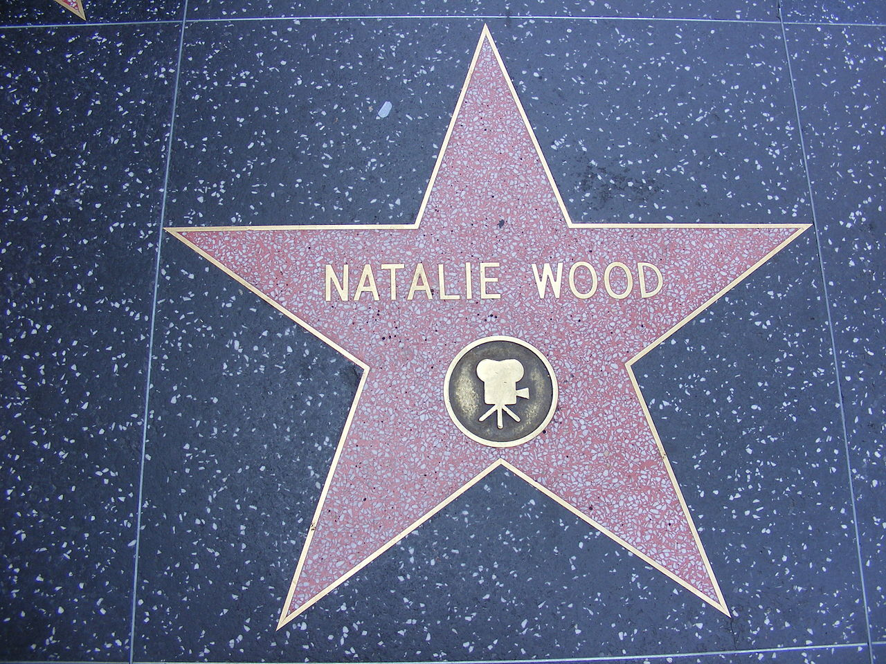 1280px-Natalie_Wood_Hollywood_star.jpg