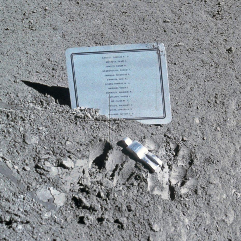 Fallen_Astronaut-930x930.jpg
