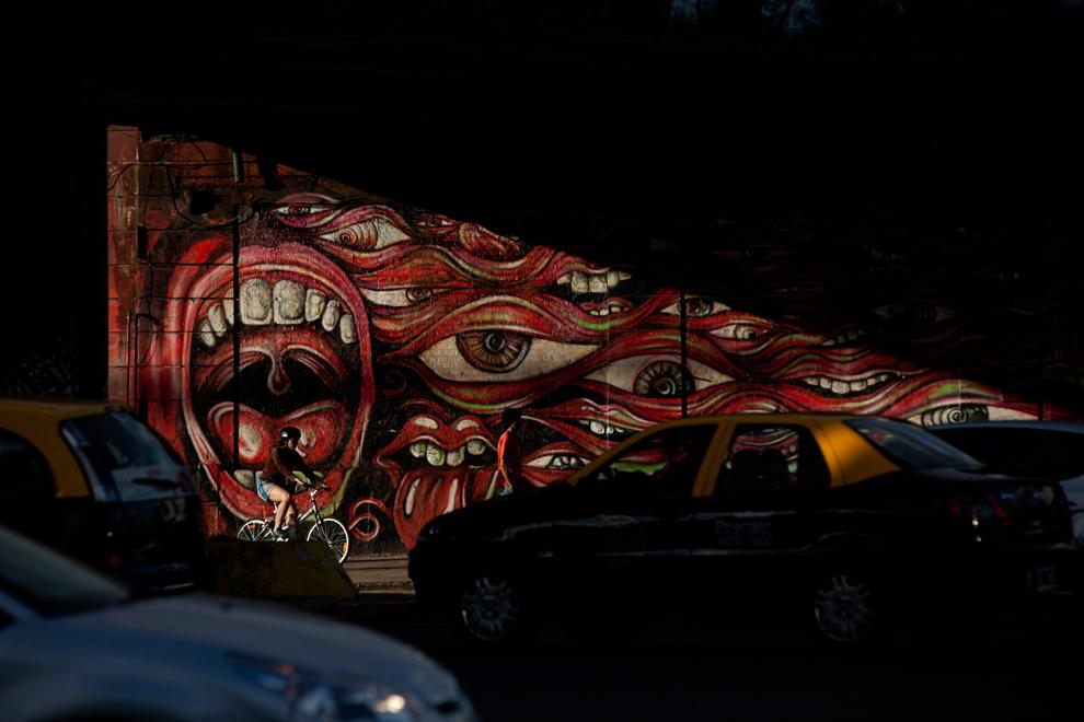 Картина Por Una Cabeza художника  Pelado на стене в районе Палермо в Буэнос-Айресе Аргентина