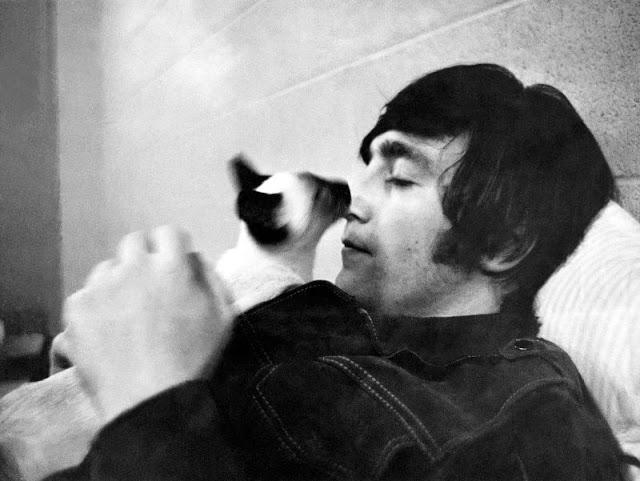 John Lennon with his cat, 1965. Photo by Robert Whitaker.jpg