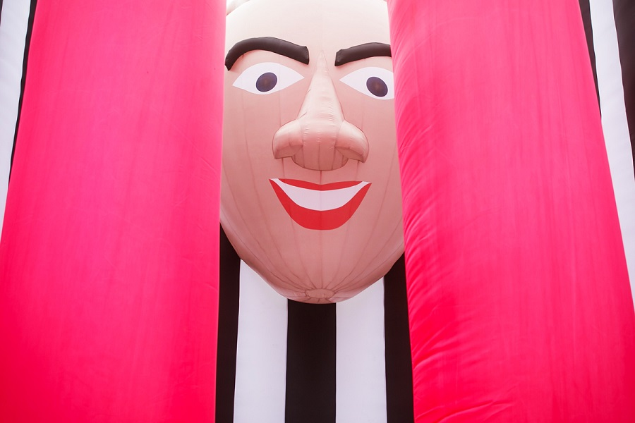 cool_shit_inflatable_sculpture_art_itsnicethat_nicholas_cage.jpg