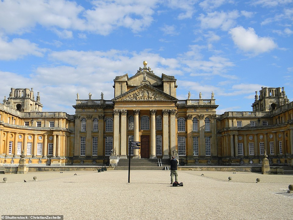 18473720-7463439-Blenheim_Palace_in_Oxfordshire_tweeted_that_the_palace_would_be_-a-110_1568465068051.jpg