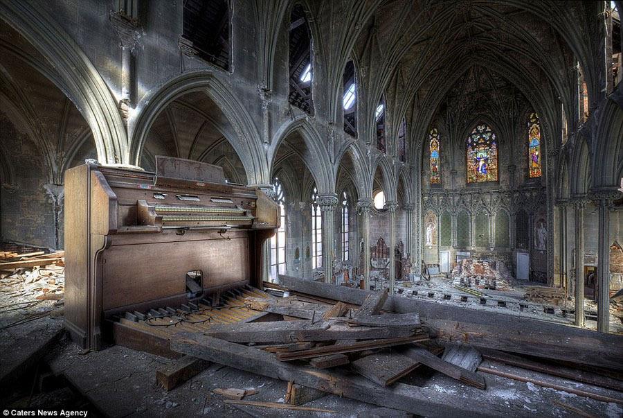 заброшенная церковь Успения в Филадельфии