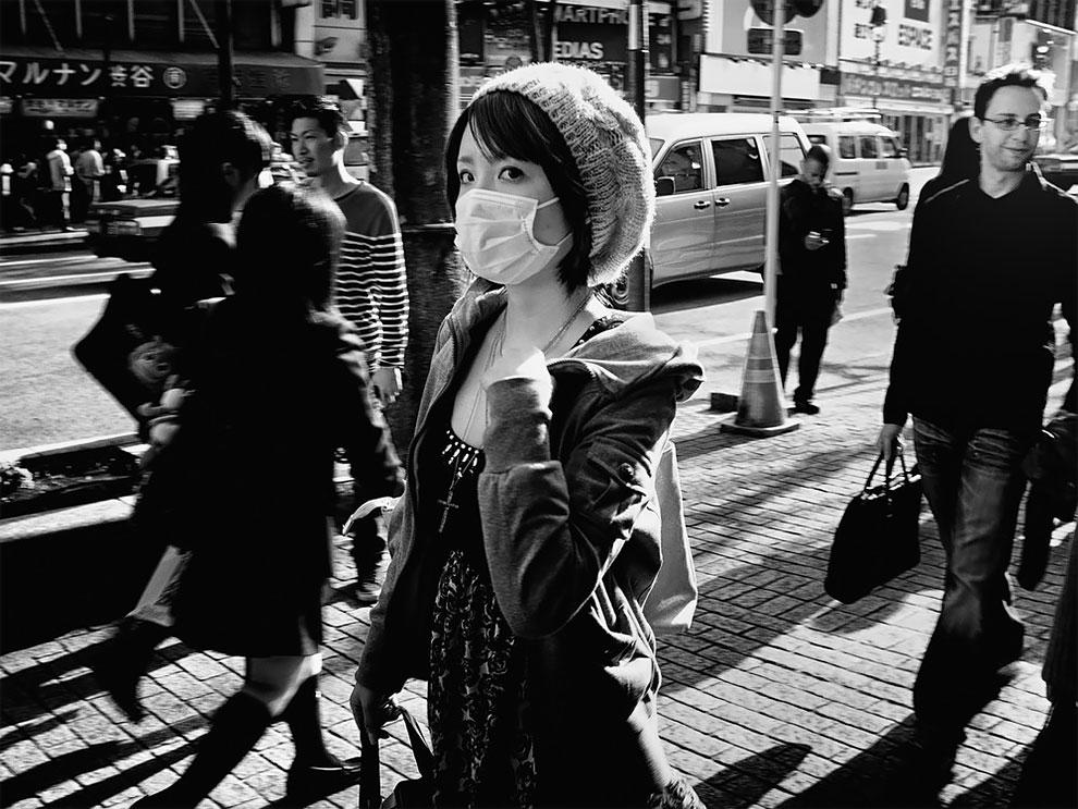 1576065329_158_Photographer-Tatsuo-Suzuki-Captures-Fascinating-Black-And-White-Images-Of.jpg