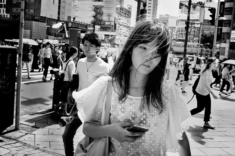 1576065329_825_Photographer-Tatsuo-Suzuki-Captures-Fascinating-Black-And-White-Images-Of.jpg
