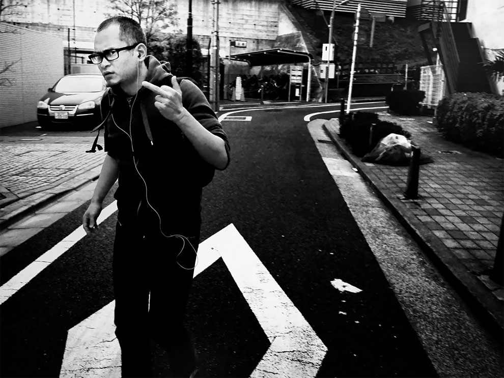 1576065329_902_Photographer-Tatsuo-Suzuki-Captures-Fascinating-Black-And-White-Images-Of.jpg