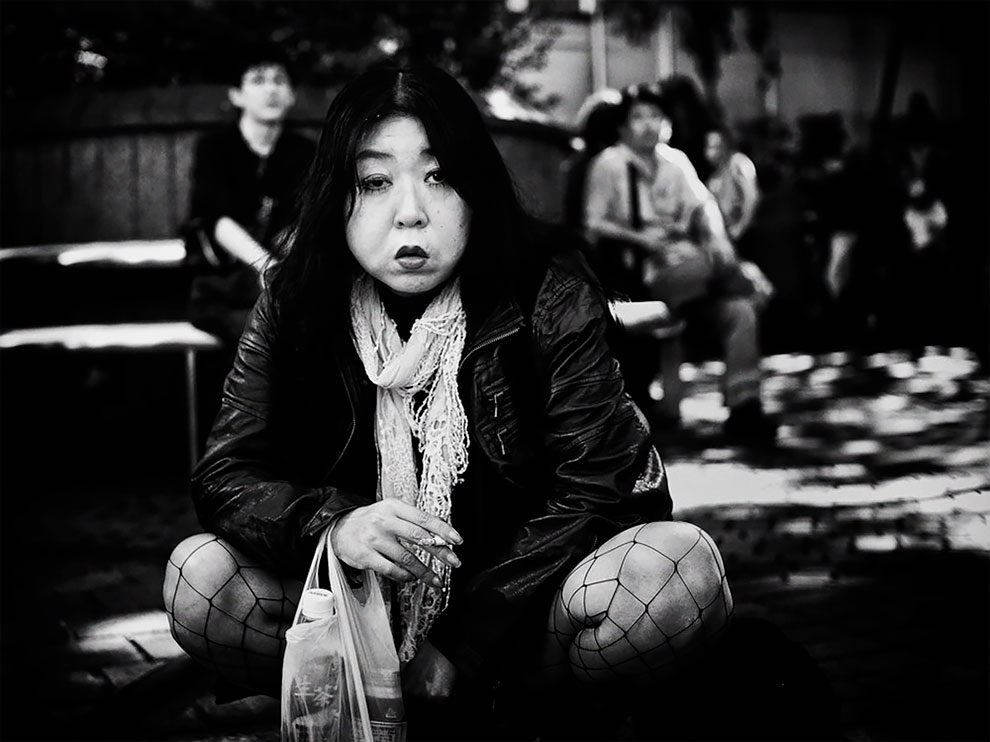 1576065330_158_Photographer-Tatsuo-Suzuki-Captures-Fascinating-Black-And-White-Images-Of.jpg