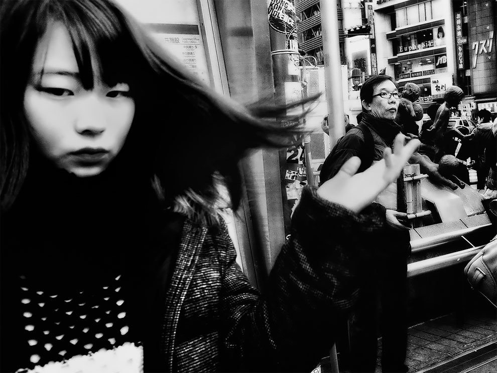 1576065330_529_Photographer-Tatsuo-Suzuki-Captures-Fascinating-Black-And-White-Images-Of.jpg