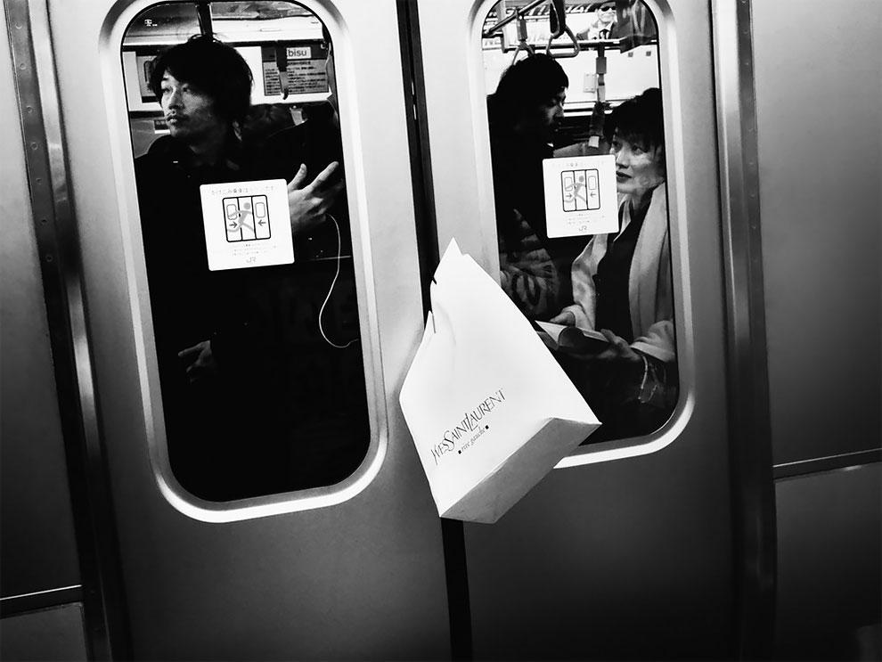 1576065330_643_Photographer-Tatsuo-Suzuki-Captures-Fascinating-Black-And-White-Images-Of.jpg