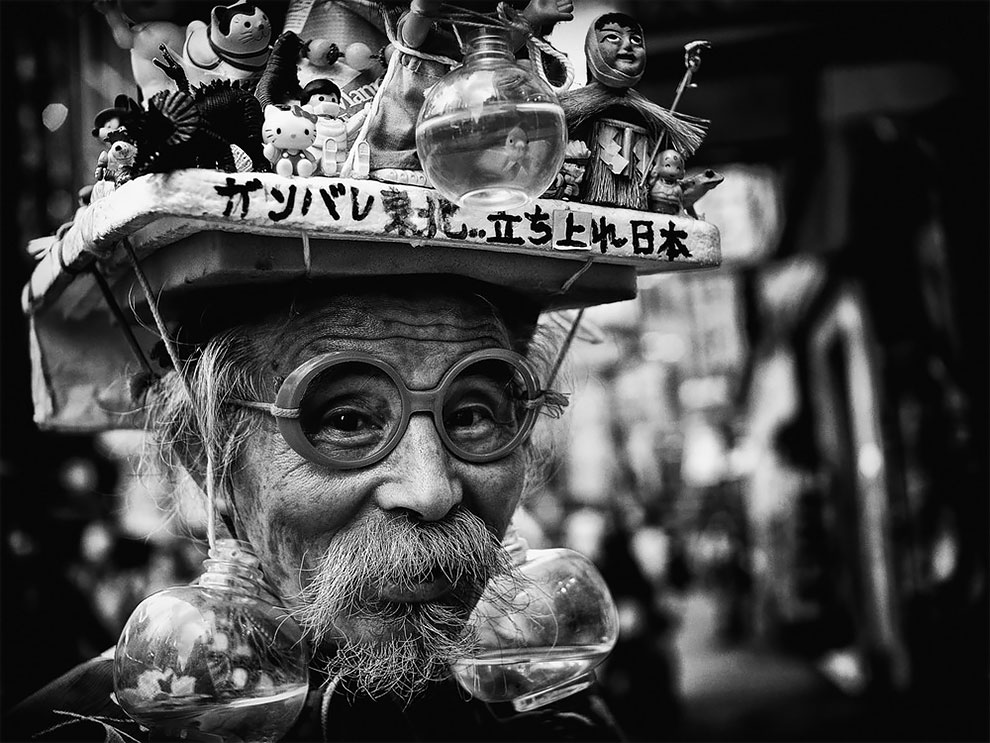 1576065330_778_Photographer-Tatsuo-Suzuki-Captures-Fascinating-Black-And-White-Images-Of.jpg