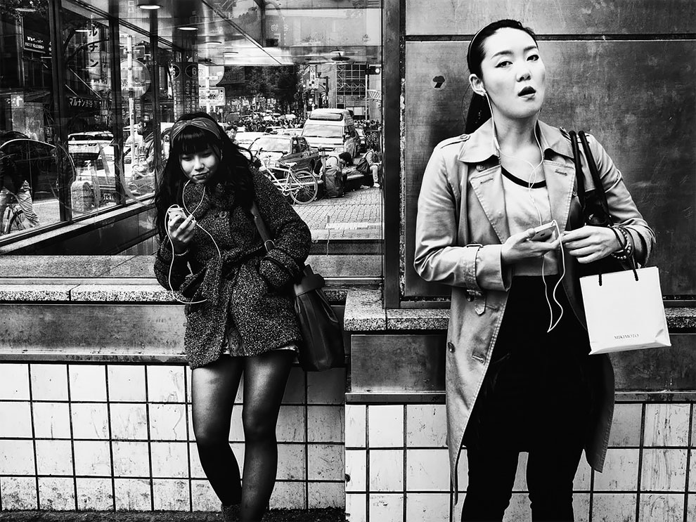 1576065330_917_Photographer-Tatsuo-Suzuki-Captures-Fascinating-Black-And-White-Images-Of.jpg
