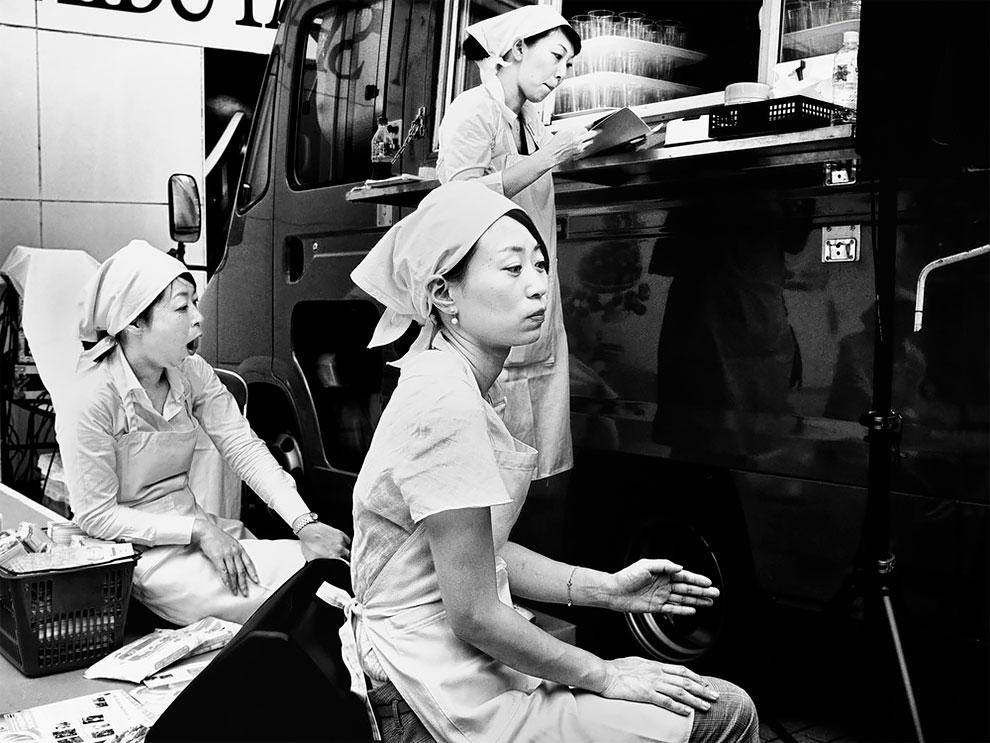 1576065331_744_Photographer-Tatsuo-Suzuki-Captures-Fascinating-Black-And-White-Images-Of.jpg