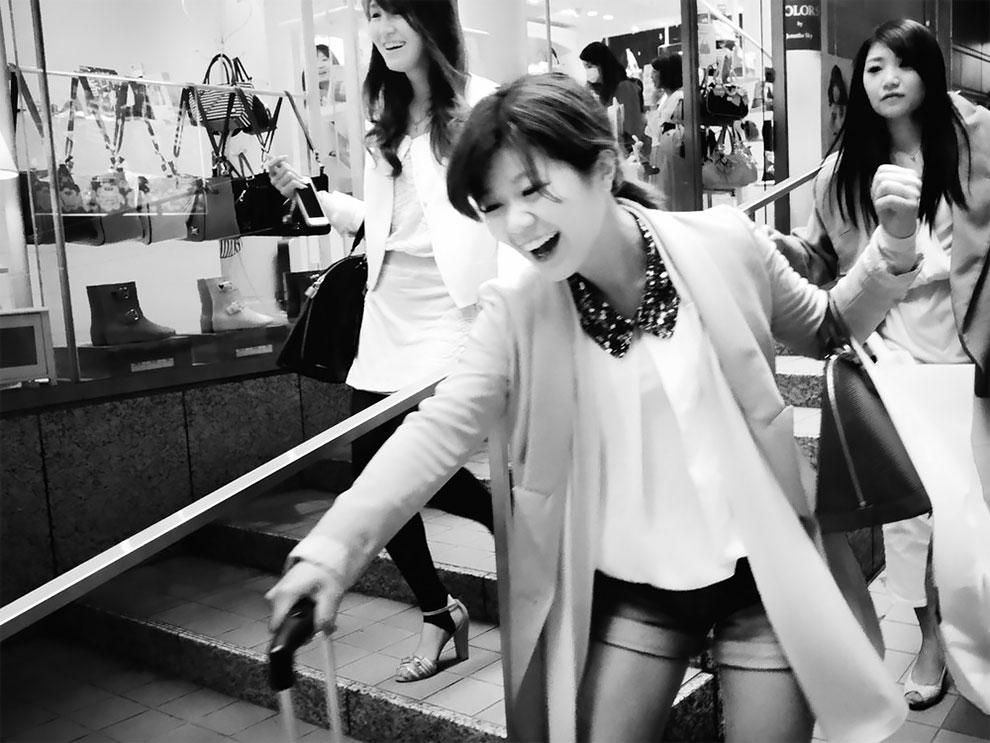 1576065331_813_Photographer-Tatsuo-Suzuki-Captures-Fascinating-Black-And-White-Images-Of.jpg