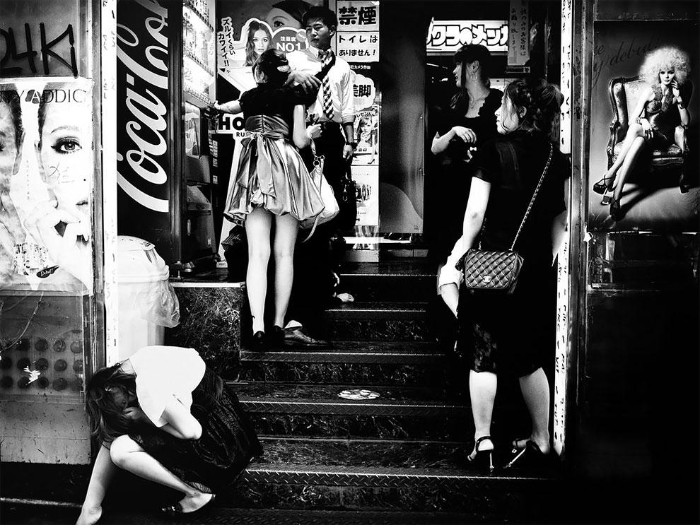 1576065332_94_Photographer-Tatsuo-Suzuki-Captures-Fascinating-Black-And-White-Images-Of.jpg