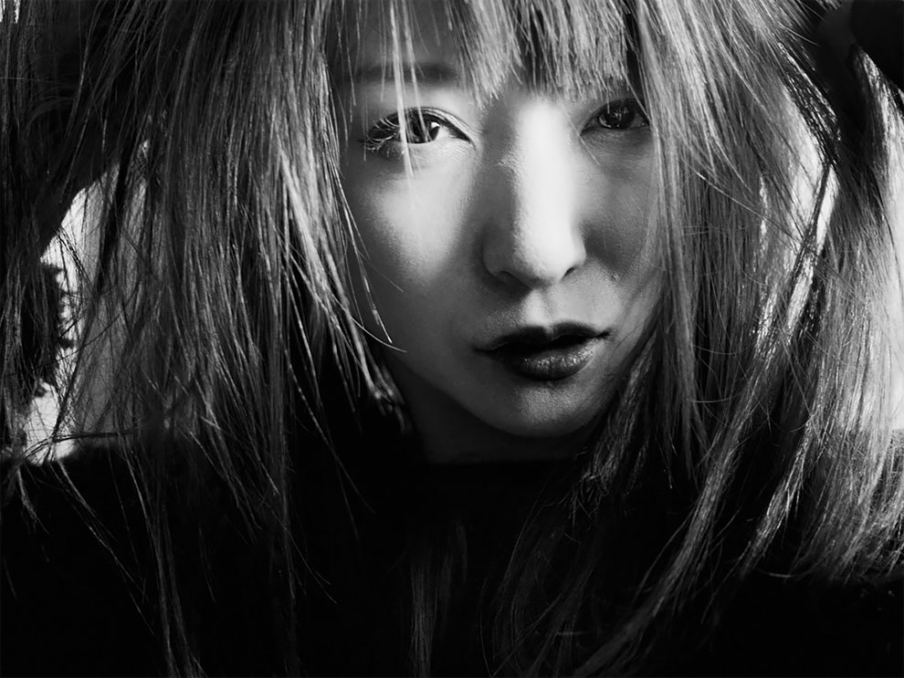 1576065332_582_Photographer-Tatsuo-Suzuki-Captures-Fascinating-Black-And-White-Images-Of.jpg