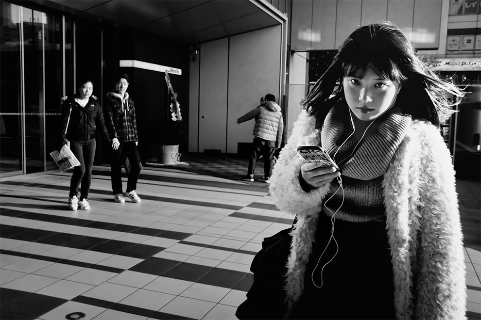 1576065334_684_Photographer-Tatsuo-Suzuki-Captures-Fascinating-Black-And-White-Images-Of.jpg