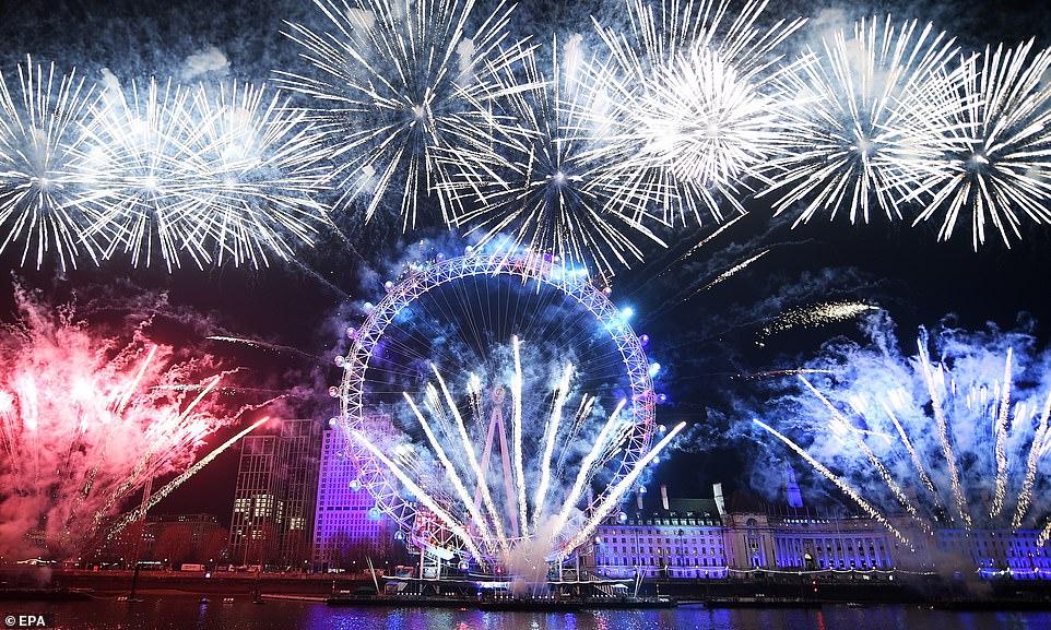 Очень бурный Новый год на улицах Британии 22859736-7841287-image-a-266_1577840529374.jpg