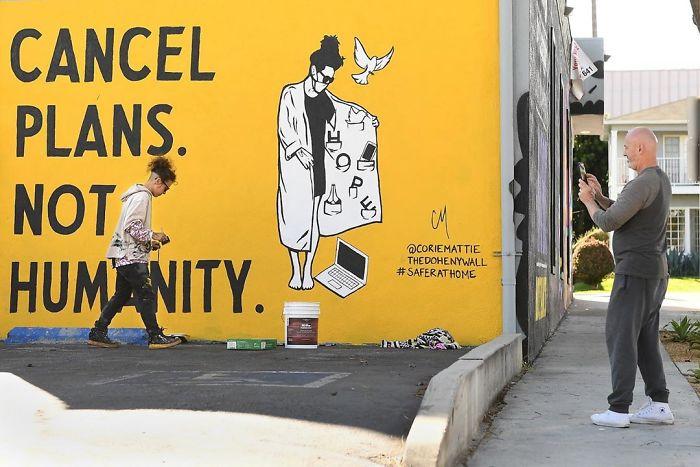 Coronavirus-themed-street-art-around-the-world-5e830cff9bee1__700.jpg