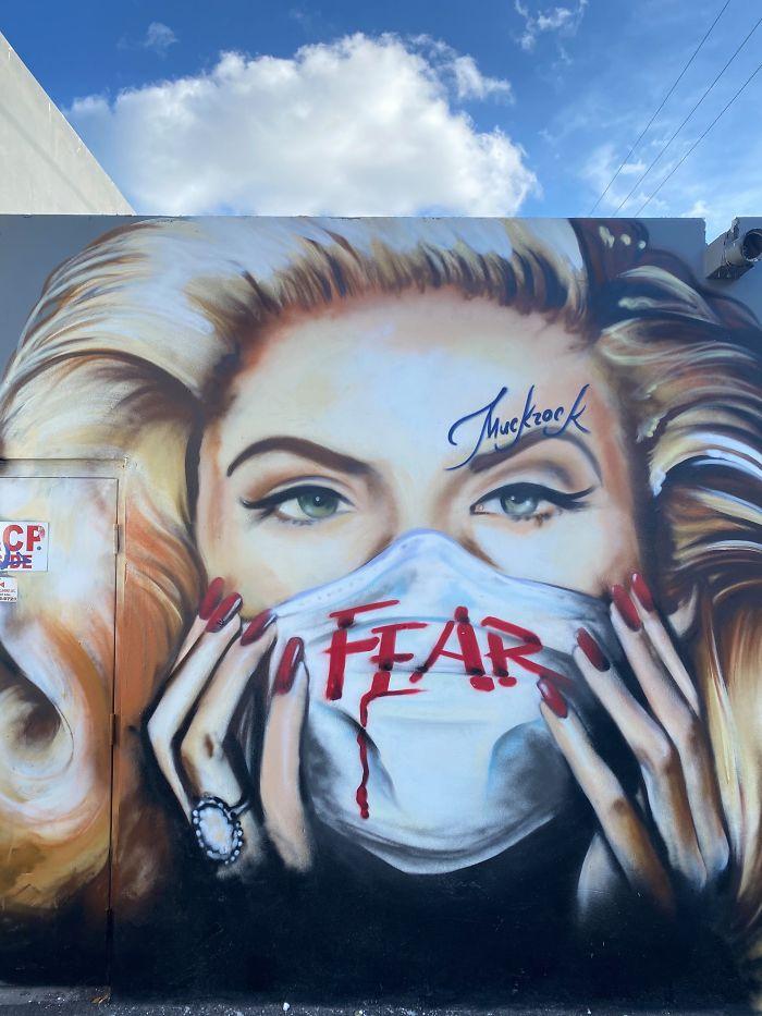 Coronavirus-themed-street-art-around-the-world-5e830d0dbde27__700.jpg