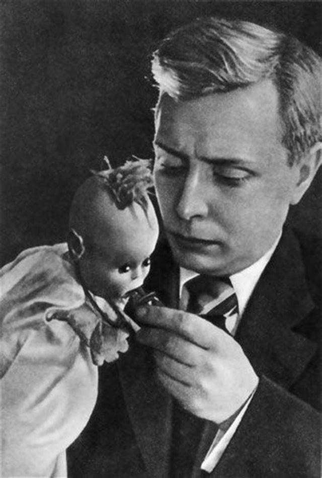 Кукловод Сергей Образцов со своими экзотическими куклами (5).jpg