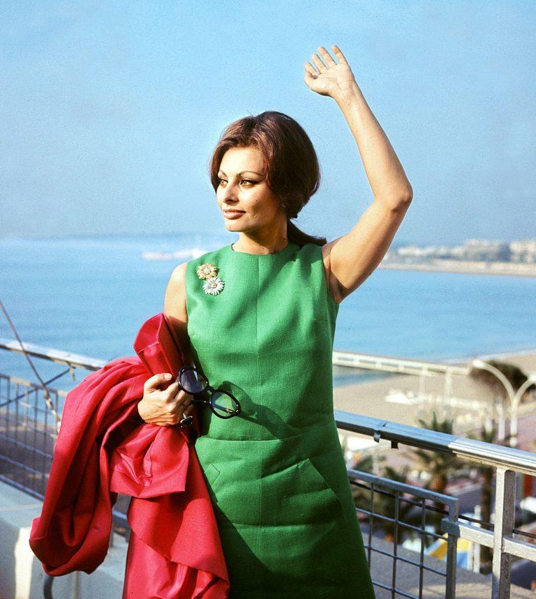 Сексуальная привлекательность — это 50% того, что у тебя есть, и 50%, что о Sophia-Loren-during-Cannes-Film-Festival-1964-768x859.jpg