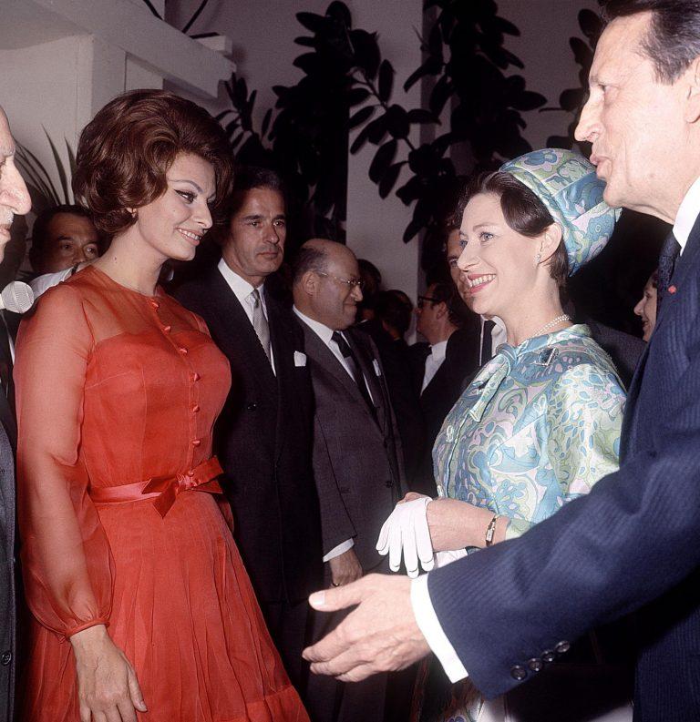 Сексуальная привлекательность — это 50% того, что у тебя есть, и 50%, что о Sophia-Loren-meets-Princess-Margaret-at-the-Cannes-Film-Festival-in-1966-768x793.jpg