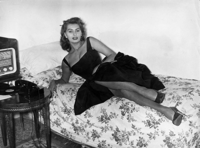Sophia-Loren-relaxes-on-a-couch-in-her-Rome-apartment-before-an-evening-out-on-January-30-1957-768x570.jpg