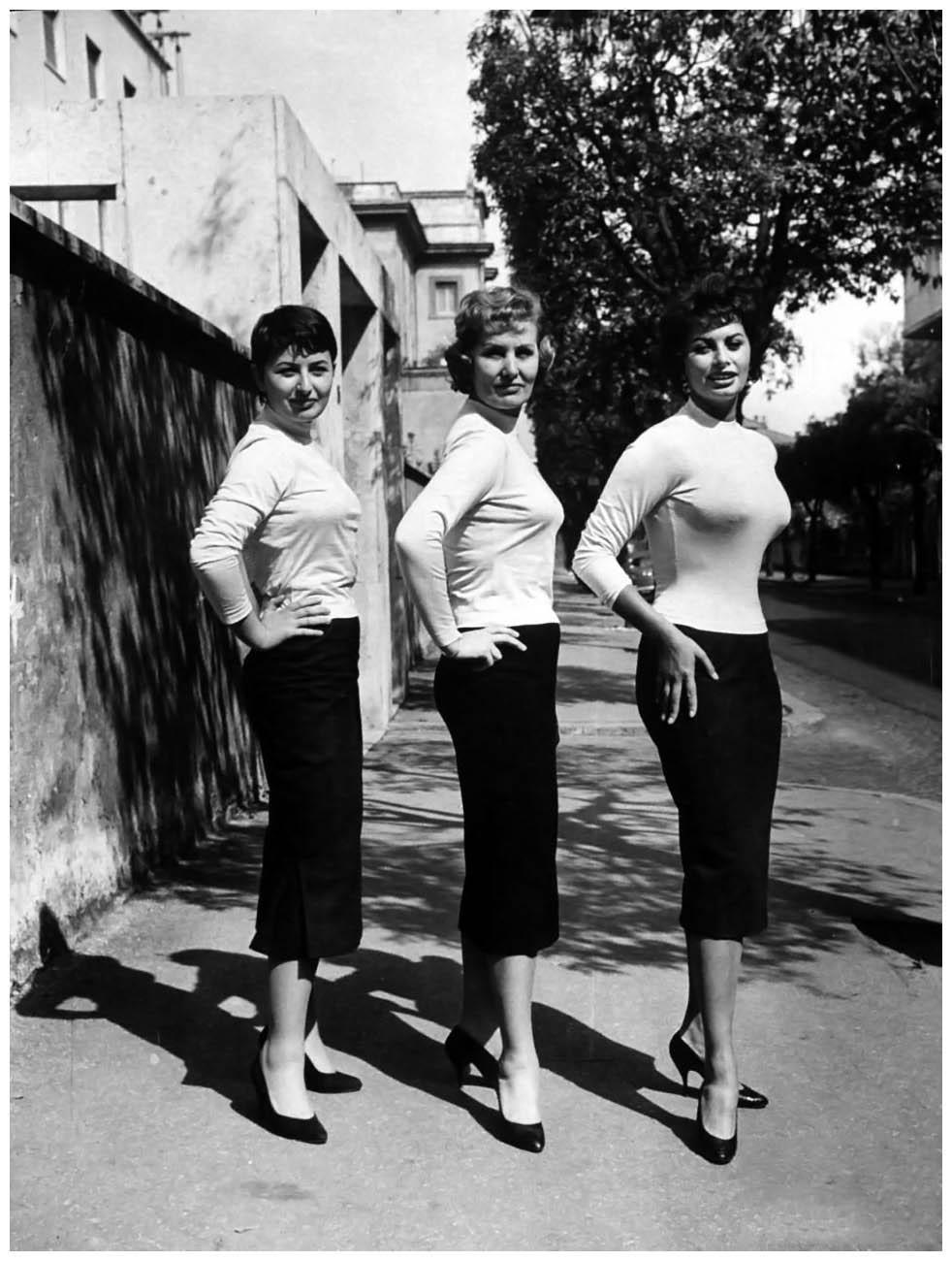 Сексуальная привлекательность — это 50% того, что у тебя есть, и 50%, что о Sophia-Loren-with-her-mother-and-her-sister-dec-1957-Photo-Loomis-Dean.jpg
