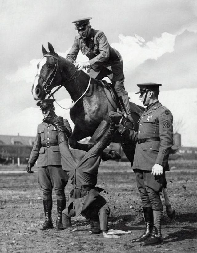 1930s-cavalry-training-1.jpg